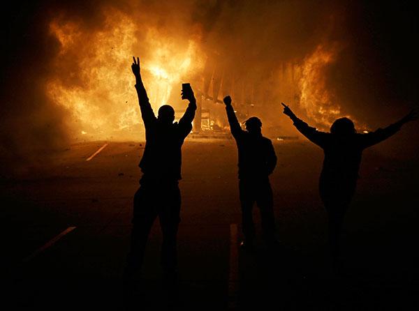Ferguson-Missouri'deki Protestolardan Bir Kesit
