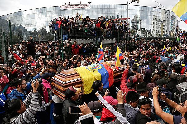 Mücadelenin devam etmesi düzenlenen protesto gösterilerinde yedi kişinin öldüğü bildirildi.